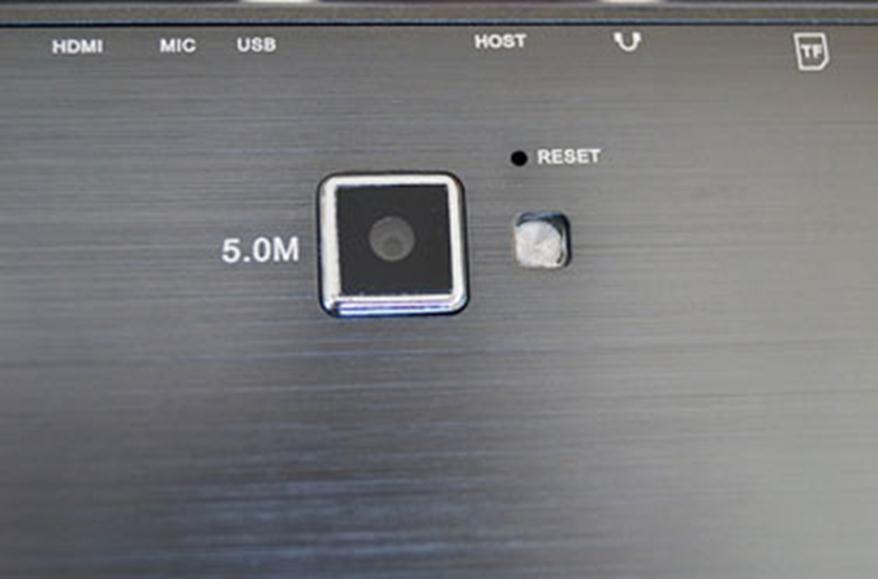 Отверстие для перезагрузки планшета