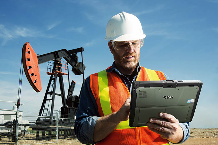Oil Engineer and Tablet PC